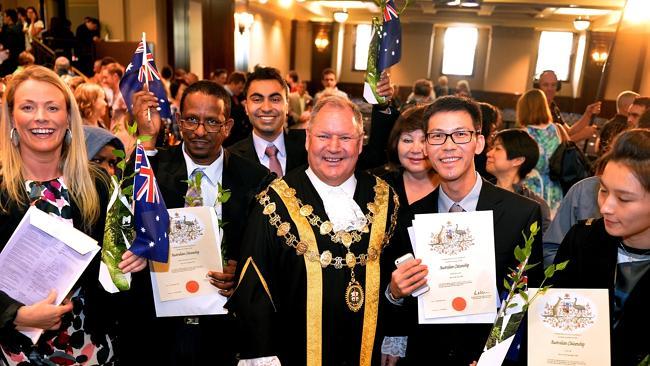 Kết quả hình ảnh cho Lễ tuyên thệ Quốc tịch Úc